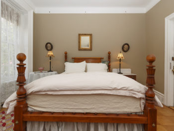 Queen four poster bed, Off White Fluffy Bedding and Beige Walls