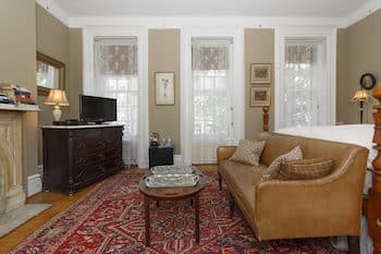Sitting area with upholstered leather bench, small coffee table,
